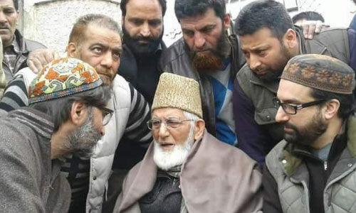 #PulwamaAttack : कश्मीर में हुर्रियत नेताओं से छीनी जाएगी सुरक्षा