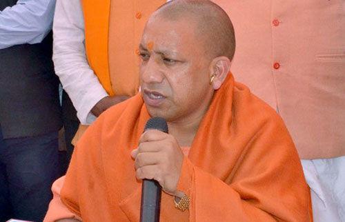 मुख्यमंत्री योगी आदित्यनाथ ने पार्टी फंड में दिया एक माह का वेतन