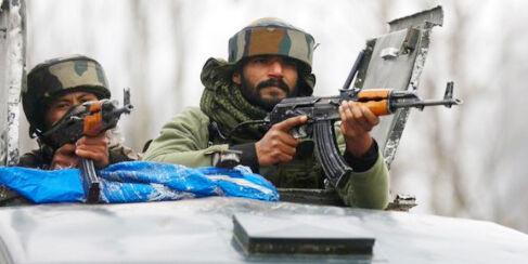 जम्मू-कश्मीर : त्राल मुठभेड़ में पुलवामा हमले का मास्टर माइंड ढेर, शव परिजनों को सौंपा