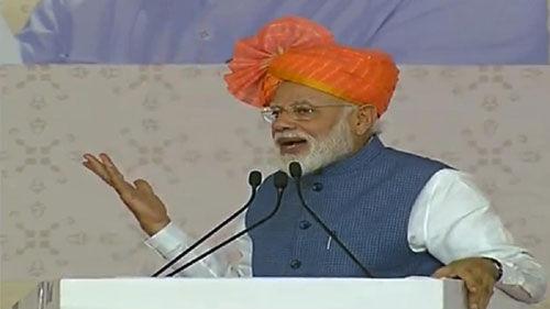 चौकीदार की ईमानदारी, बिचौलियों और दलालों के हमदर्दों को परेशान कर रही : PM मोदी