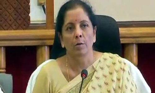 राहुल पर निर्मला सीतारमण का पलटवार, कहा - अपने समय के वित्त मंत्रियों से बात तो कर लेते