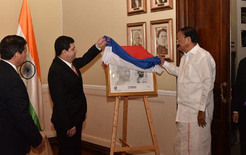 भारत-पराग्वे दोस्ती का नया अध्याय, गांधीजी पर जारी हुआ डाक टिकट