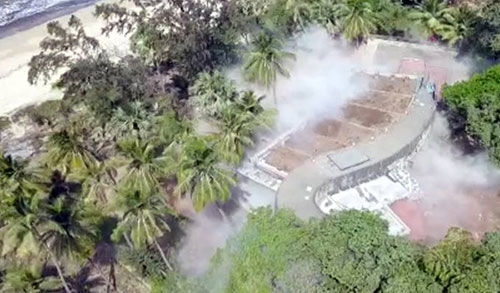 नीरव मोदी के 100 करोड़ रुपए के बंगले को विस्फोटक ढहाया