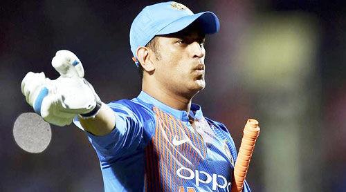 बीसीसीआई अधिकारी ने कहा - धौनी अभी नहीं ले रहे क्रिकेट से संन्यास