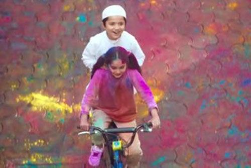 सर्फ एक्सल के हिन्दू-मुस्लिम होली विज्ञापन पर फूटा लोगों का गुस्सा