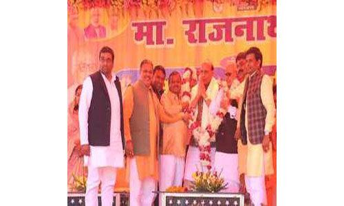 भारत शक्तिशाली है कमजोर नहीं : राजनाथ सिंह