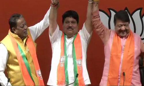 तृणमूल कांग्रेस के एक और विधायक अर्जुन सिंह भाजपा में शामिल
