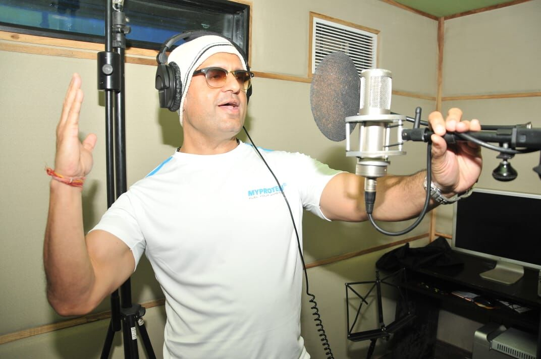 डीजे शेजवुड ने अपना नया गाना चलो खेलें होली इंडियन आर्मी को किया समर्पित