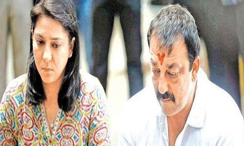 बहन प्रिया दत्त के समर्थन में आए संजय दत्त
