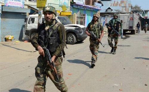 शोपियां और हंदवाड़ा में सुरक्षा बलों ने पांच आतंकियों को मार गिराया
