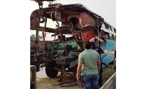 उत्तर प्रदेश : यमुना एक्सप्रेस-वे पर ट्रक से टकराई बस, आठ की मौत और 30 से अधिक घायल