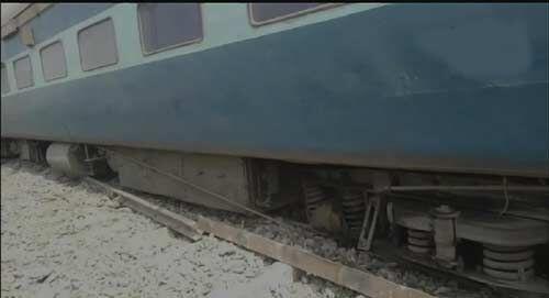 छपरा सूरत एक्सप्रेस ट्रेन हादसे की शिकार, 13 डिब्बे पटरी से उतरे, दो दर्जन से अधिक यात्री घायल