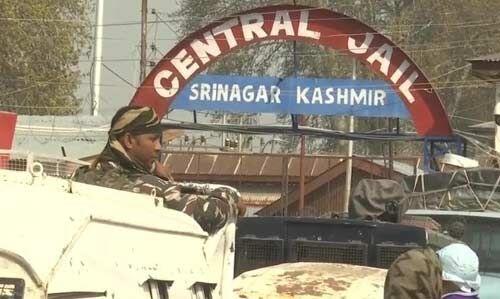 श्रीनगर जेल में पुलिस और कैदियों के बीच हिंसक झड़प