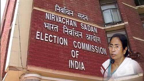 चुनाव आयोग ने मुख्यमंत्री ममता बनर्जी को दिया झटका, करीबी अफसरों का किया ट्रांसफर