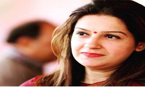प्रियंका चतुर्वेदी कांग्रेस छोड़ शिवसेना में हुई शामिल, कहा - कांग्रेस में नहीं मिल रहा महिलाओं को सम्मान