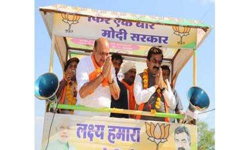 मोदी जी ने प्रधानमंत्री बनने के बाद देश में करिश्माई कार्य किये : राकेश सिंह