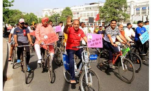विजय गोयल ने एक बार फिर से मोदी दिल से संदेश के साथ निकाली साइकिल रैली
