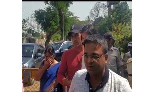 झारखंडः महेंद्र सिंह धोनी ने परिजनों के साथ डाला वोट