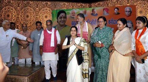 मोदी सरकार बनने पर जम्मू कश्मीर से धारा 370 हटाकर ही लेंगे दम : सुषमा स्वराज