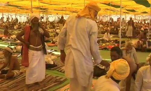 दिग्विजय सिंह के समर्थन में उतरे साधु-संत, कर रहे हैं हठ योग