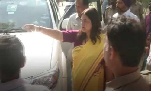 सुल्तानपुर में चंद्र भद्र सिंह और मेनका के बीच हुई बहस