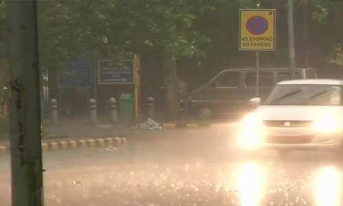 दिल्ली-एनसीआर में मौसम ने ली करवट, तेज हवाओं के साथ हुई बारिश