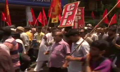 भाजपा अध्यक्ष के रोड शो में हुई हिंसा के खिलाफ वाम मोर्चे का प्रदर्शन
