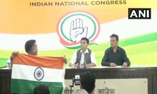 योगी आदित्यनाथ को कांग्रेस प्रवक्ता द्वारा अजय सिंह बिष्ट कहने के विरोध में की नारेबाजी