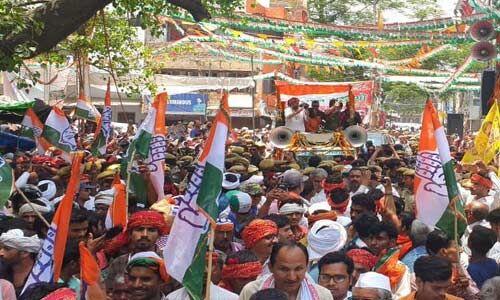 प्रियंका गांधी ने मिर्जापुर में किया रोड शो