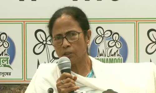 ममता बनर्जी ने की मुख्यमंत्री पद से इस्तीफे की पेशकश