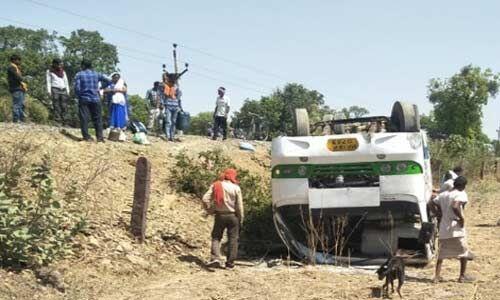 मप्र : सतना में यात्री बस पलटी, 25 सवारी घायल