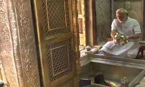 पीएम मोदी ने काशी विश्वनाथ के दर्शन कर की पूजा अर्चना