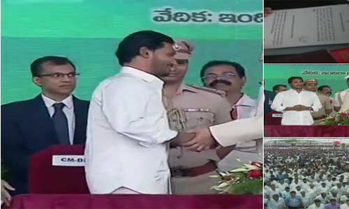 वाईएस जगन मोहन रेड्डी ने आंध्र प्रदेश के मुख्यमंत्री के रूप में ली शपथ