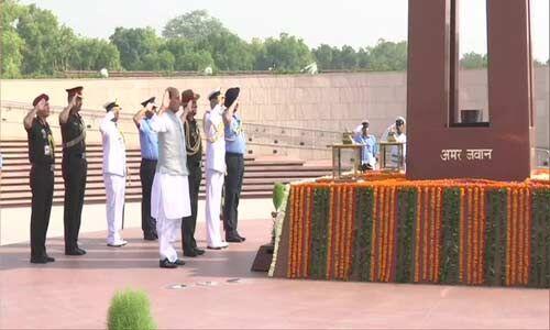 राजनाथ सिंह ने रक्षा मंत्री का कार्यभार संभालने से पहले शहीदों को किया नमन