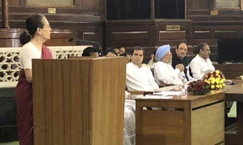 सोनियां गांधी बनी संसदीय दल की नेता