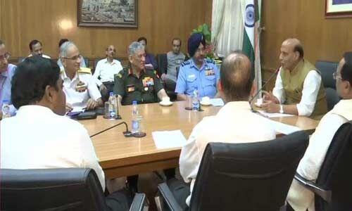 तीनों सेनाओं के प्रमुख से मुलाकात पर राजनाथ बोले - अपना सर्वश्रेष्ठ योगदान दें