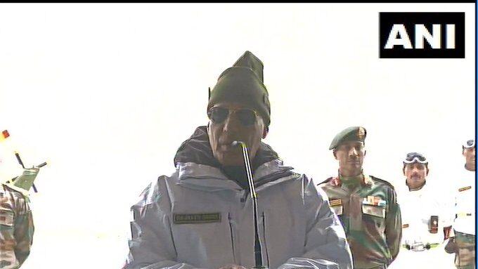 आपकी वीरता को मैं तहेदिल से सलाम करता हूं : रक्षा मंत्री