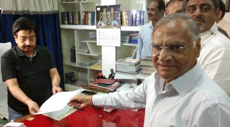 सांसद शेजवलकर का महापौर पद से इस्तीफा, एक व्यक्ति-एक पद की पेश की मिसाल