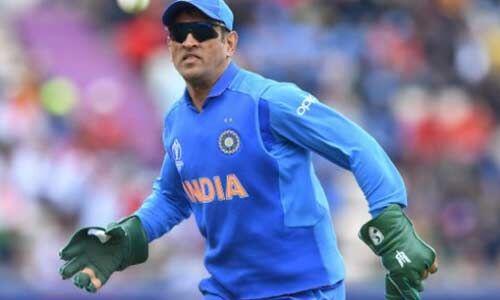 आईसीसी ने बीसीसीआई की ठुकराई अपील, कहा - धौनी बलिदान बैज वाले गलव्स नहीं पहन पाएंगे