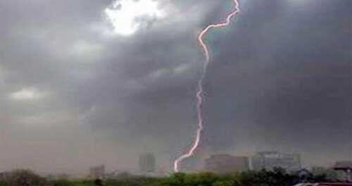 आंधी और ओलों के साथ गिरी आकाशीय बिजली की चपेट में आने से 26 लोगों की मौत, 57 घायल