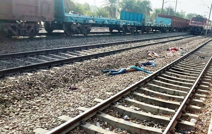 पटरी पर बैठे अवध एक्सप्रेस के चार यात्रियों की राजधानी की चपेट में आने से मौत