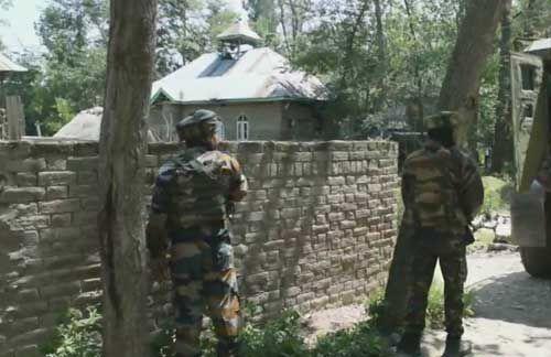 जम्मू : पुलवामा में सुरक्षाबलों के साथ मुठभेड़ में 2 आतंकी ढेर