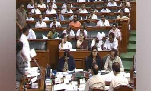 देर से पहुंचे कांग्रेस अध्यक्ष ने वायनाड लोकसभा सदस्यता की ली शपथ
