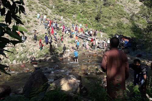 जम्मू के किश्तवाड़ में बस खाई में गिरी, 35 लोगों की मौत, पीएम मोदी ने इस हादसे पर जताया दुख