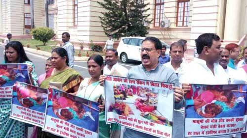 मुजफ्फरपुर में चमकी बुखार को लेकर विधानसभा परिसर में हंगामा, स्वास्थ्य मंत्री को बर्खास्त करने की मांग