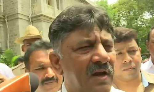 उच्चतम न्यायालय ने दिया आदेश, कर्नाटक के बागी विधायक स्पीकर के सामने पेश हों