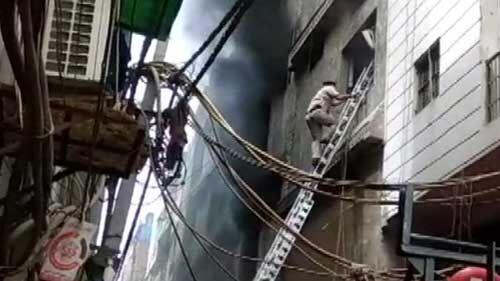 दिल्ली: शाहदरा के झिलमिल इलाके की एक फैक्टरी में लगी भीषण आग, तीन लोगों की मौत