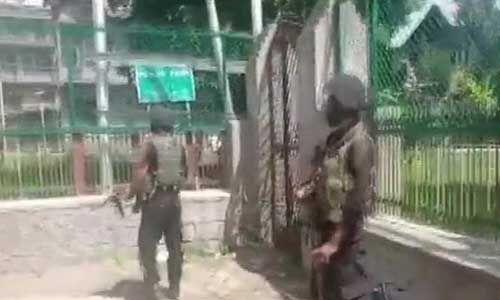 कश्मीर : महबूबा के चचेरे भाई का निजी सुरक्षाकर्मी आतंकी हमले में शहीद