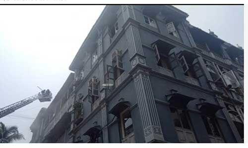 ताज होटल के पास एक बिल्डिंग में लगी आग