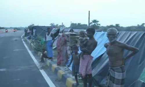 बिहार : बाढ़ का विकराल रूप, जमीन से हाईवे पर आई जनता